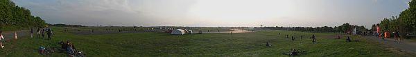 Tempelhofer Feld von der Oderstrasse aus gesehen