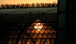 Untergehende Sonne hinter dem Hauptbahnhof